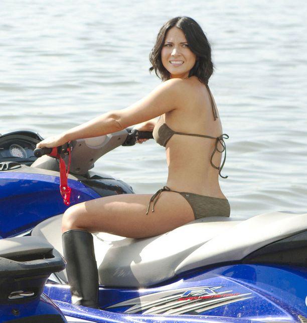Näin kevyissä vetimissä Olivia esiintyy hampurilaisketjun mainoksessa.