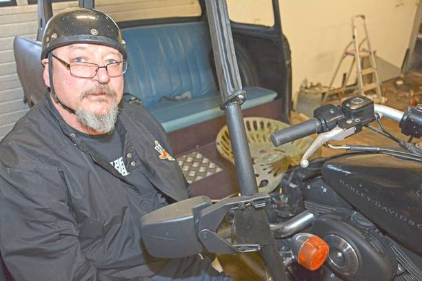 Timo Nummelan ajokypärä on matkamuisto Budapestista, missä se palveli aiemmin paikallista harrikkakuskia.