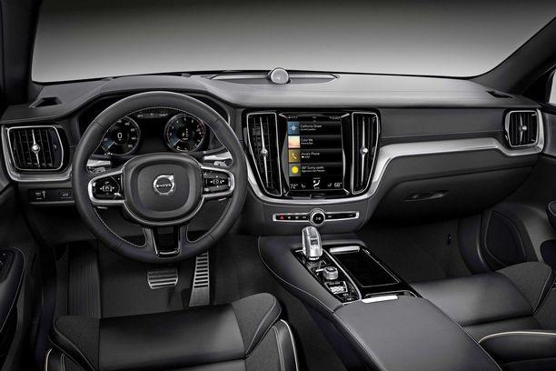 Uuden S60:sen ohjaamo noudattelee tuttua Volvon linjaa.