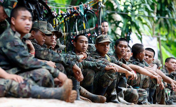 Thaimaalaiset sotilaat ovat työskennelleet poikien pelastusoperaation parissa noin viikon.