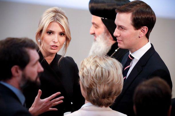 Ivanka Trump ja Jared Kushner edustavat ahkerasti, mutta heidän roolinsa on epäselvä.