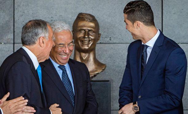 Madeiran lentokentän nimi vaihtui Cristiano Ronaldo International Airportiksi 29. maaliskuuta 2017. Samalla esiteltiin Ronaldon rintakuva, joka on nähtävillä lentokenttäterminaalissa.
