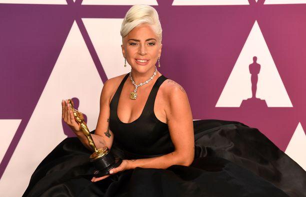 Lady Gaga sai oscarin parhaasta elokuvakappaleesta.