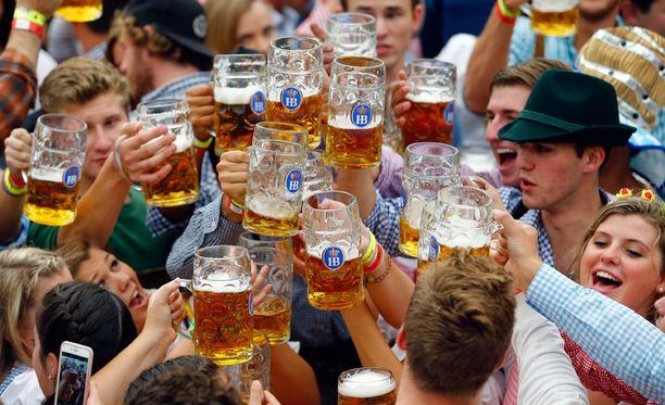 Oktoberfestin juhlintaa avajaisviikonloppuna Münchenissä.