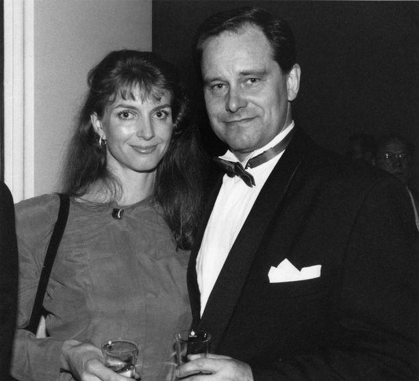 Nina af Enehjelm löytyi elämänkumppaniksi 1980-luvun alussa. Aiemmin Kansa oli kertaalleen naimisissa.