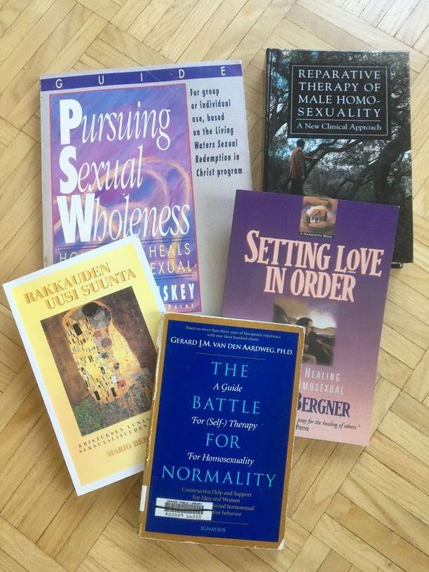 Näiden kirjojen avulla Kimmo pyrki opiskelemaan heteroksi.
