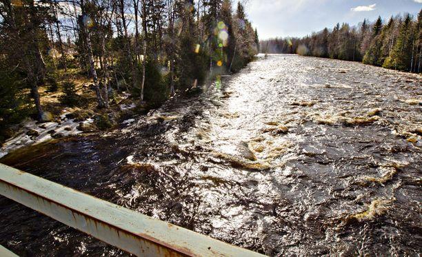 Pohjois-Suomessa tulvii jo lähes ennätysmäisesti. Kuvituskuvaa.