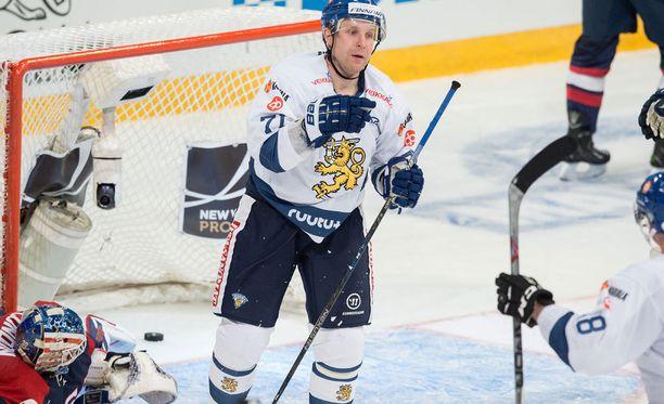 Leo Komarov sutaisi voitto-osuman maalin edestä.