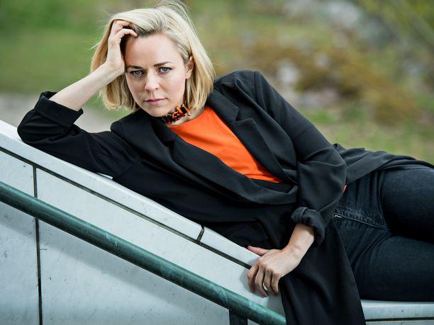 Paula Vesala on huolissaan tapahtuma-alan karmeasta tilanteesta.