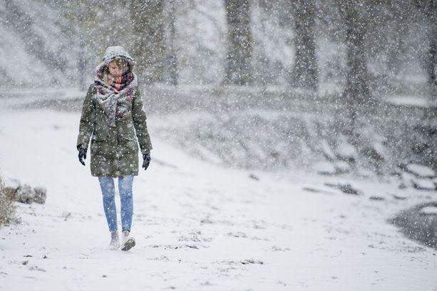 Varsinkin tiistain ja keskiviikon välinen yö oli erittäin kylmä aivan eteläisintä Suomea myöten. Esimerkiksi Mäntsälässä oli kuusi astetta pakkasta.