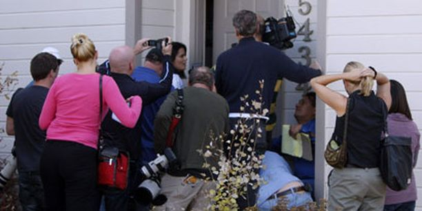 Toimittajat ja kuvaajat parveilivat perheen ovella nähdäkseen edes vilauksen kohun keskiöön joutuneesta pikkupojasta.