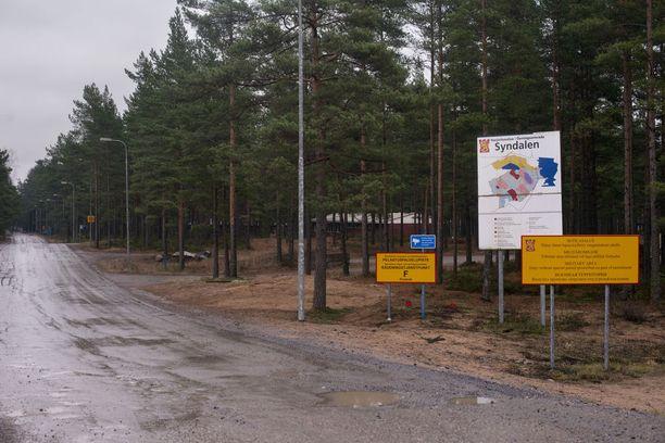 Käräjillä tuomitut teot sattuivat Uudenmaan prikaatin aliupseerikoulun harjoituksissa Hangossa. Kuva Syndalenin sotilasalueen rajalta.