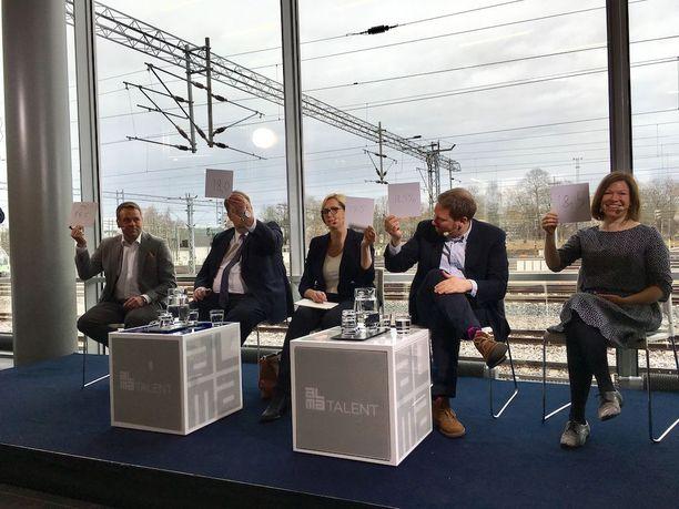Pormestariehdokkaat olivat Kauppalehden ja Uuden Suomen paneelissa huolissaan helsinkiläisten asuinalueiden eriytymisestä. Mika Raatikainen oli ainut, joka oli valmis laskemaan veroäyriä.