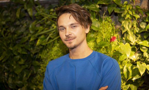 Roope Salminen juontaa MTV3:n Putouksen ensi vuoden puolellakin alkavan kauden.