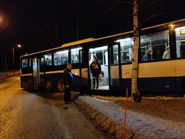 Liukas keli teki tepposet linja-autolle.
