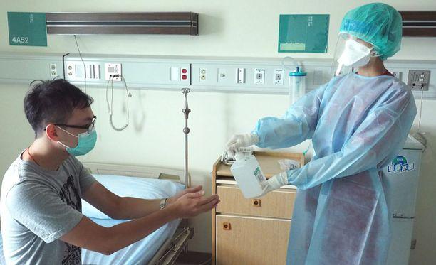 Etelä-Korean kaupungeissa ihmiset varastoivat hengityssuojia ja käsihuuhteita.
