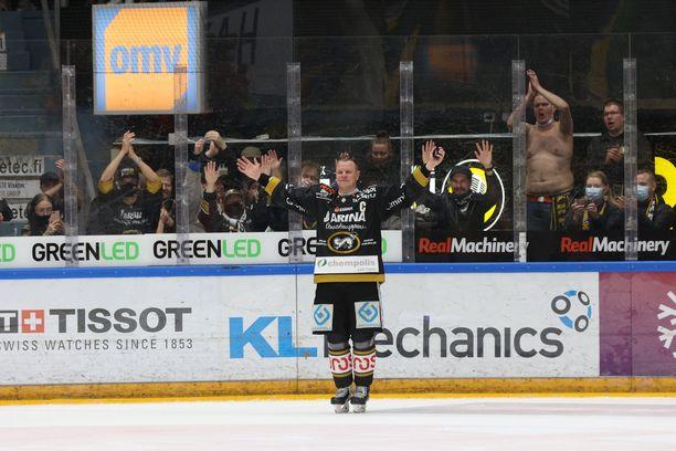 Lasse Kukkonen otti kaiken irti viimeisistä hetkistään liigajäällä.