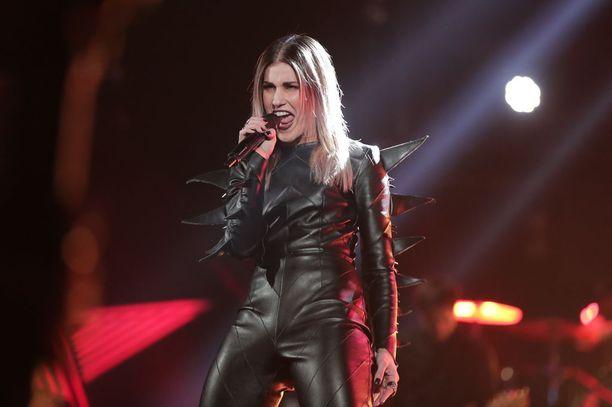 Jannika B vetäisi Nightwishin Amaranthin stadionrock-tyyliin.