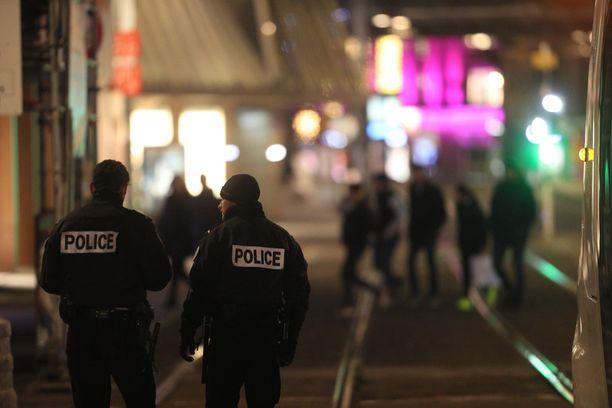 Poliisi jahtaa ampujaa Strasbourgissa. Euroopan parlamentti on sulkutilassa ampumisepisodin vuoksi.