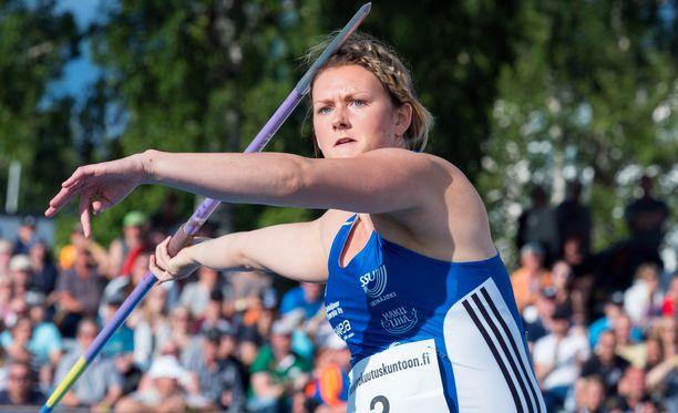Jenni Kangas kiskaisi 57,09 metriä Harjun stadionilla Jyväskylässä.