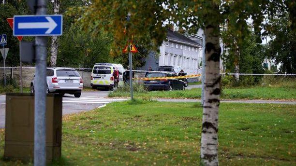 Poliisi on eristänyt Raahessa kokonaisen korttelin.