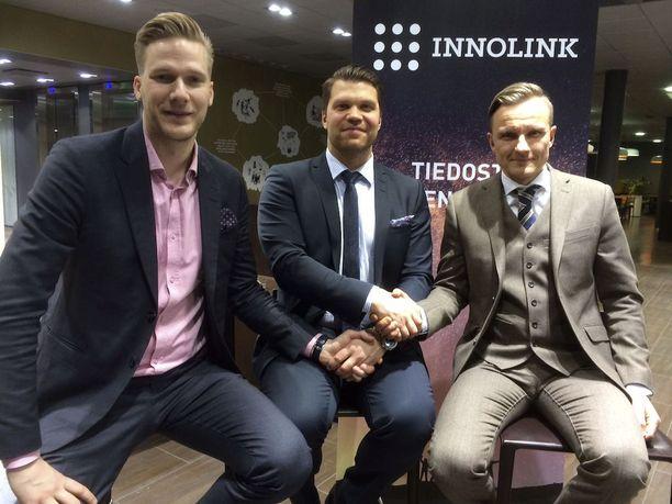 Pekka Vuorela (vas.) ja Jarkko Varvio (oik.) palkkasivat Ari Vallinin vaativaan pestiin.
