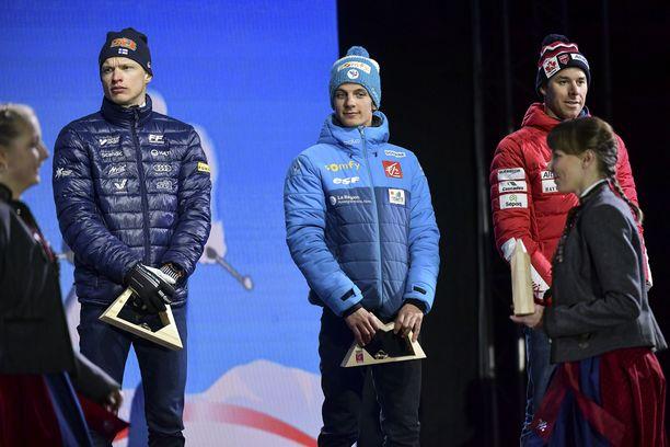 Iivo Niskanen, Clement Parisse ja Alex Harvey joutuivat kiipeämään palkintoseremonialavalle, vaikka sijoittuivat sijoille 4.-6.