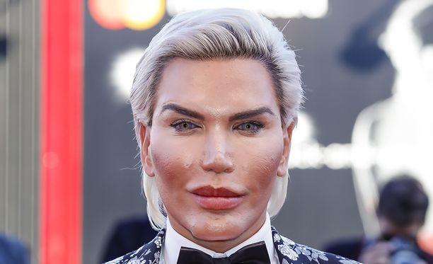 Ihmis-Ken sai tyrmistyttävän pyynnön poistaa sukuelimensä.