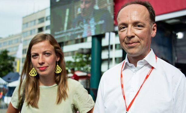 Ylen torstaina julkaistussa puoluegallupissa vasemmistoliitto oli suurin, eli 1,4 prosenttiyksikön nousija. Myös perussuomalaisten kannatus vahvistui 0,7 prosenttiyksiköllä. Kuvassa puolueiden puheenjohtajat Li Andersson (vas) ja Jussi Halla-aho (ps).