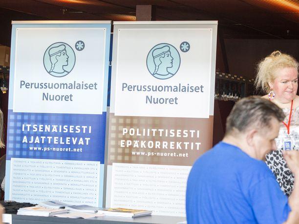 Perussuomalaisten nuorten mainostila perussuomalaisten puoluekokouksessa Turussa elokuussa 2015.