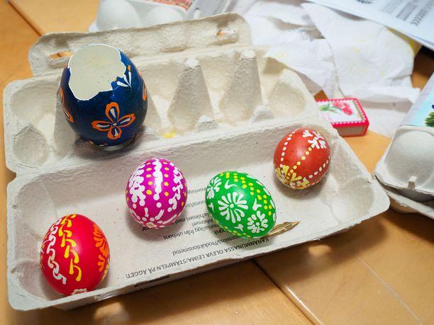 Perinteisillä tekniikoilla yhden munan maalaaminen voi viedä jopa tunteja.