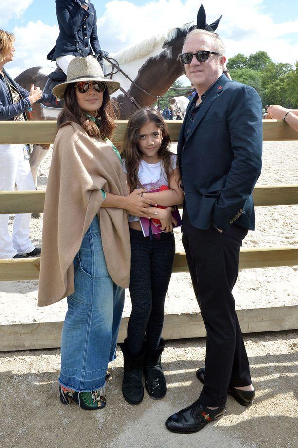 Salma Hayek oli 40-vuotias, kun Valentina-tytär syntyi. Lapsen isä on miljonääriaviomies François-Henri Pinault.