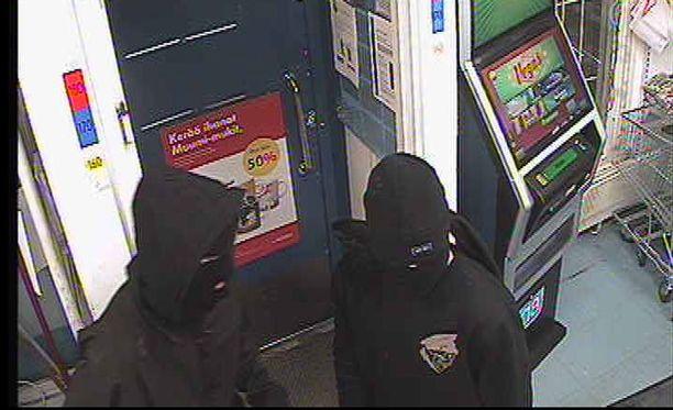 Poliisin mukaan kaksi naamioitunutta 16-17-vuotiasta nuorta yrittivät ryöstää kaupan Pukkilassa maaliskuun alussa.