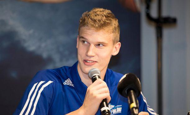 Lauri Markkanen allekirjoitti agenttisopimuksen Michael Lelchitskin kanssa.