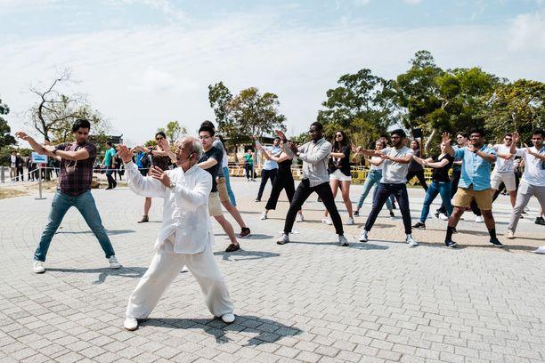 Honkongissa pääsee jo tekemään tai chi -harjoituksia ulkoilmassa.