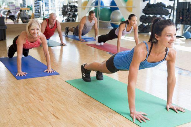 Tuoreen tutkimuksen mukaan epäspesifisestä selkäkivusta johtuvat sairauspoissaolot vähenivät liikunnan myötä.