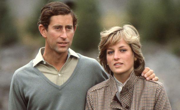 Diana oli alusta asti mustasukkainen Camilla Parker Bowlesista. Charlesin toimet eivät helpottaneet asiaa.