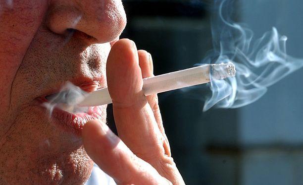 Suomessa tupakan aiheuttamat sairaudet tappavat vuosittain 346 miestä sadastatuhannesta.