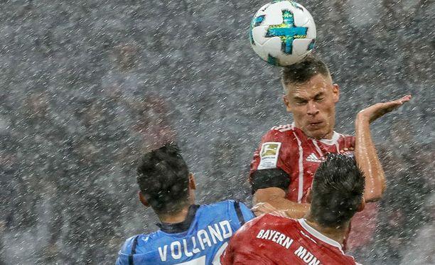 Bayern München ja Bayer Leverkusen avasivat bundesliigakauden myrskykelissä.