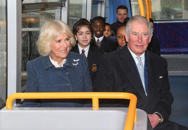 Prinssi Charles ja herttuatar Camilla pääsivät koronatesteihin, vaikka he eivät ole kärsineet vakavista oireista.