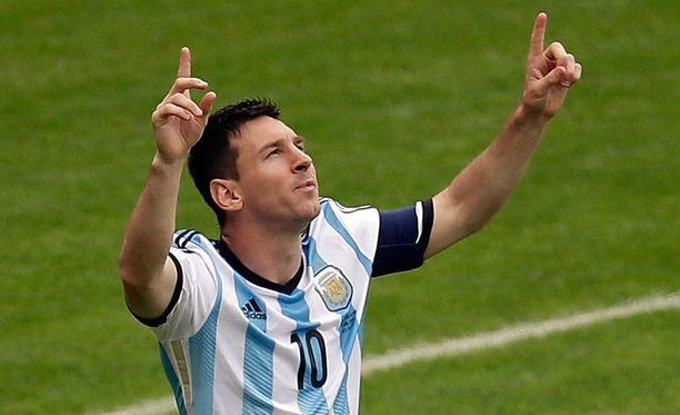 Leo Messi tuuletti kahdesti avausjaksolla.