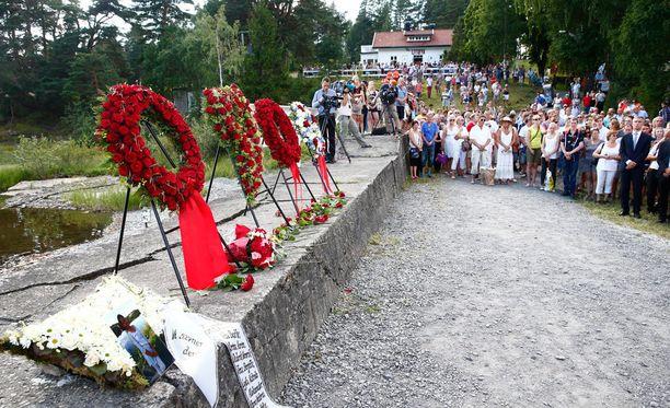 Utöyan saarella muistettiin Breivikin uhreja kesällä 2014.