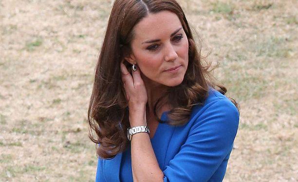 Catherine kärsii myös toisen raskautensa aikana rajusta pahoinvoinnista.