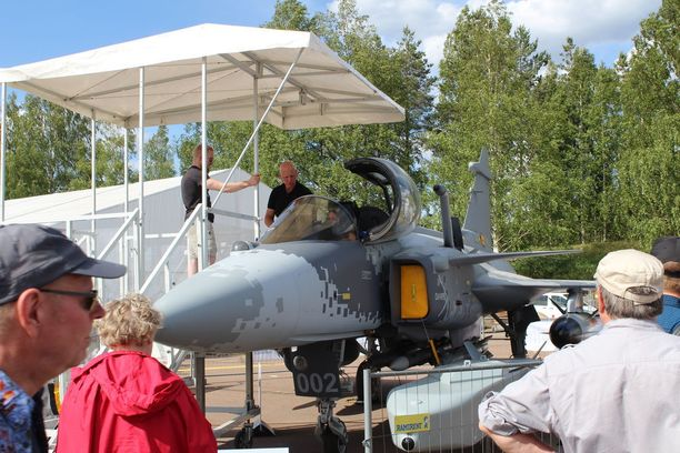 Saab Gripen on yksi mahdollinen seuraaja Horneteille.