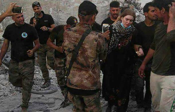 Irakilaissotilaat pidättivät tytön, jota epäillään Lindaksi, viime viikolla.