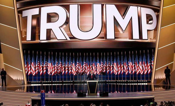 Liikemies Donald Trump otti republikaanipuolueen presidenttiehdokkuuden vastaan torstaina Clevelandissä.