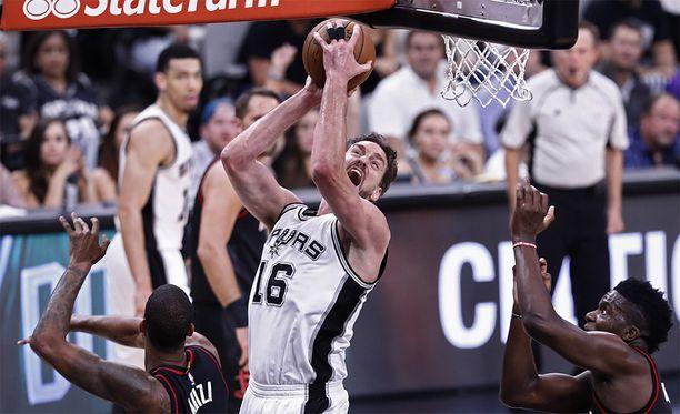 Lauri Markkasen tavoin 213-senttinen Pau Gasol NBA:n ehdotonta sentterieliittiä.