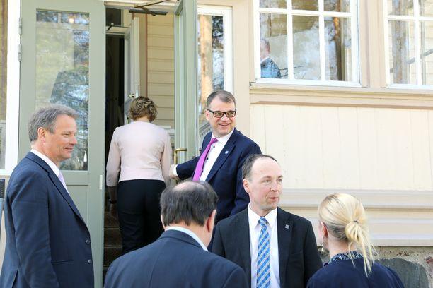 Juha Sipilä on omiensa keskuudessa edelleen varsin suosittu, mutta Jussi Halla-aho (etualalla) on varsinkin nuorten suosikki uudeksi pääministeriksi.