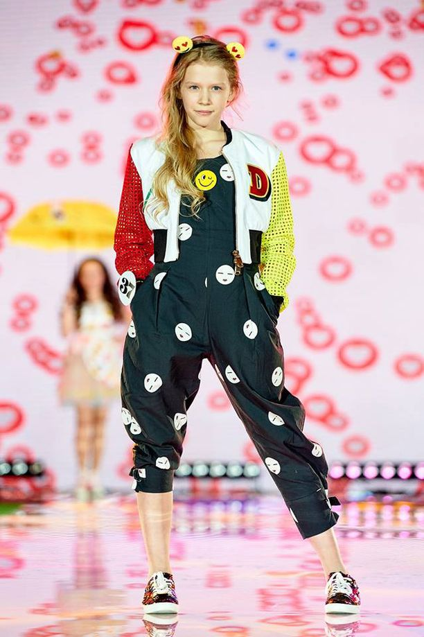 Ukrainassa Annalisa valittiin World Fashion Top Modeliksi.
