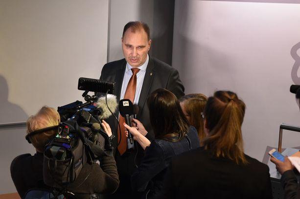 Tutkinnanjohtaja, rikoskomisario Olli Töyräs vastasi median kysymyksiin poliisin esitutkinnan valmistumisesta keskiviikkona.